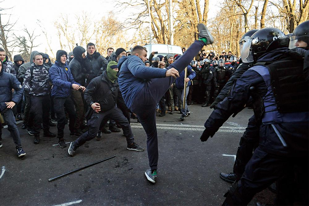 акция протеста, национальный корпус, титушки, нацики, Киев, Верховная Рада, рынок земли, фото