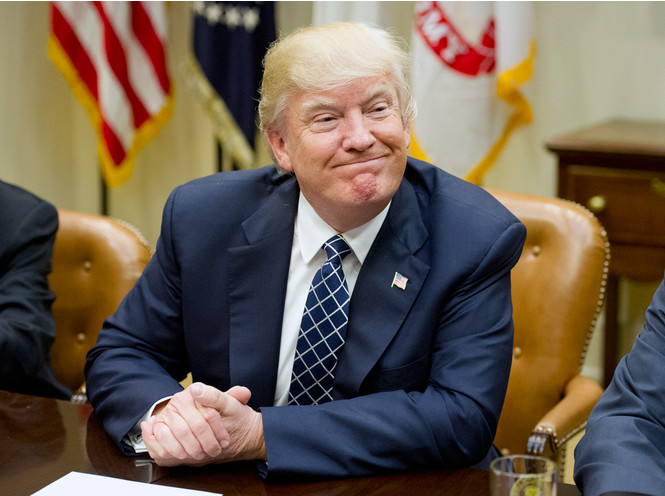 Трамп с улыбкой предложил Путину не вмешиваться в выборы