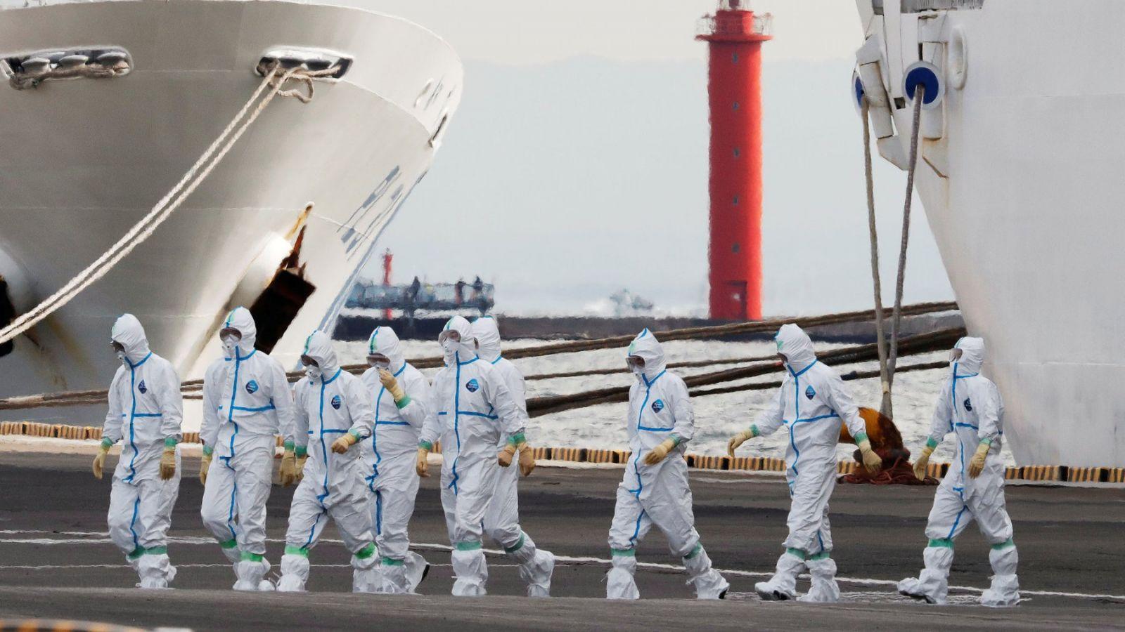 На лайнере в Японии выявили еще 44 случая коронавируса, стариков эвакуир...