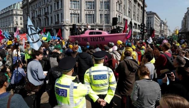 Защитники природы заблокировали центр Лондона