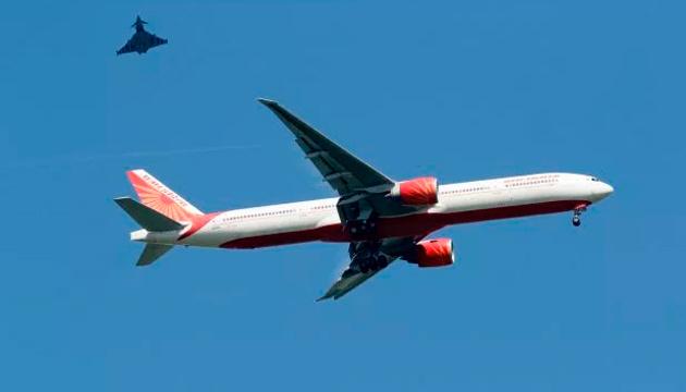 В Британии экстренно посадили самолет из-за угрозы взрыва