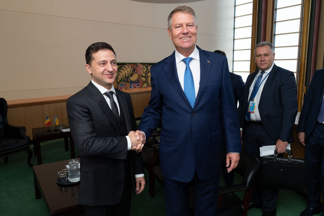 Зеленский поговорил с президентом Румынии и пригласил его в Украину