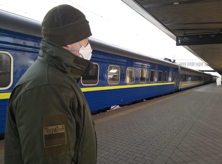 Укрзализныця в первый день возобновления пассажирских перевозок перевезл...