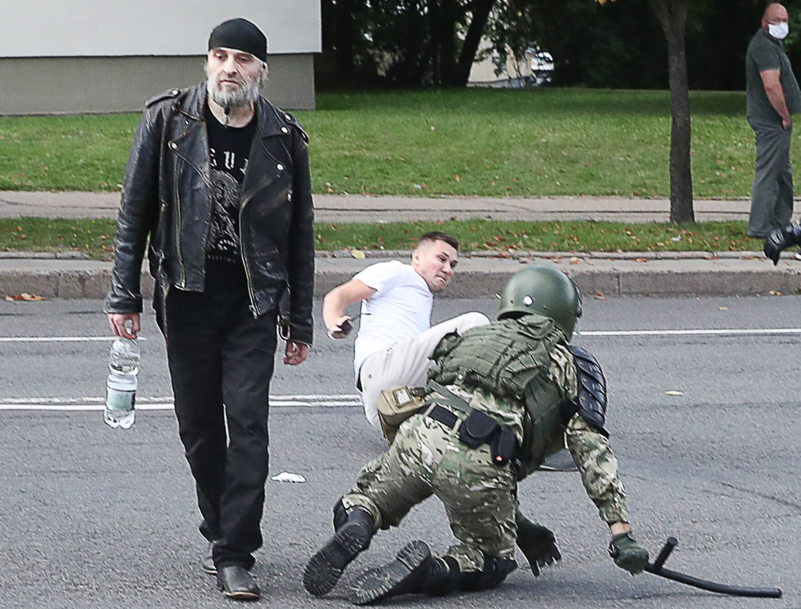 """""""Марш героев"""": тысячи белорусов попробуют пробиться к резиденции Лукашен..."""