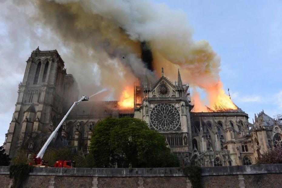 Криминалисты назвали возможную причину пожара в Нотр-Дам