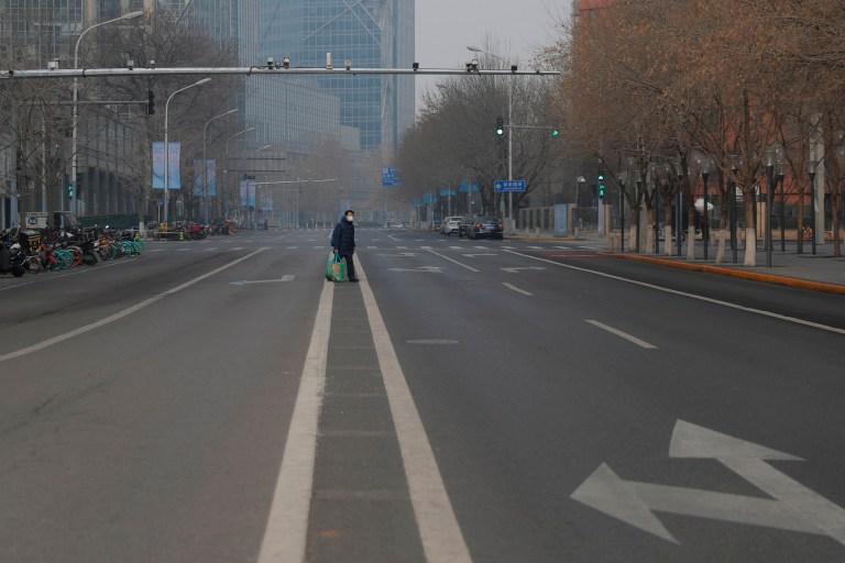 Вспышка коронавируса: в Пекине запретили жениться и хоронить