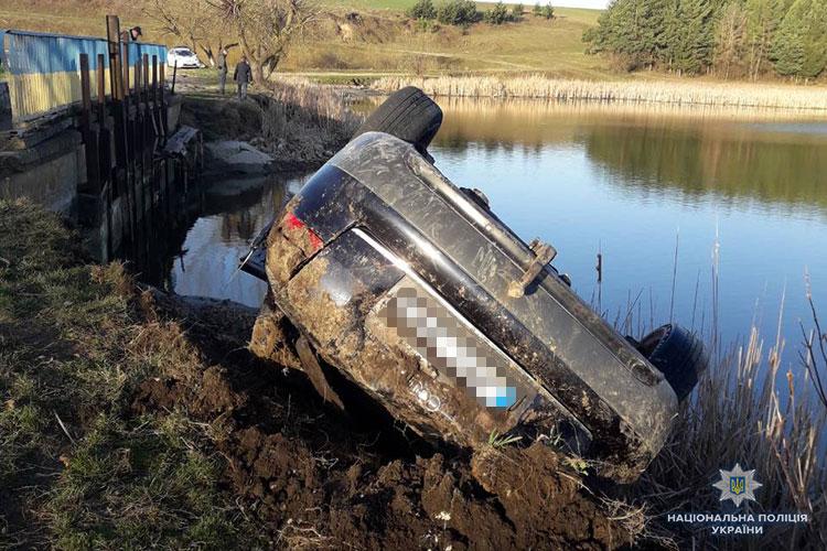 Под Тернополем произошло ДТП, 20-летний водитель и два пассажира погибли