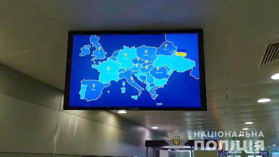 """Карта Украины без Крыма в аэропорту """"Борисполь"""": в Мининформполитики нач..."""