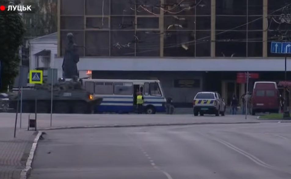 """""""Профессиональная необходимость"""". В СБУ объяснили """"штурм"""" автобуса после..."""