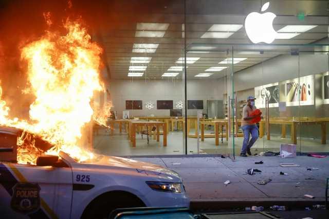 Apple заблокировала смартфоны, похищенные мародерами в США
