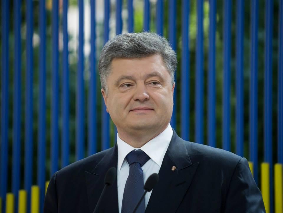 В АП назвали две даты, когда Порошенко может объявить об участии в выбор...