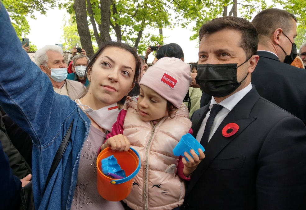 Зеленский улетел на Донбасс с послами стран G7 и Евросоюза (фото)