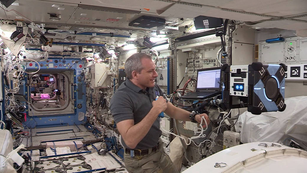 Одна из астропчел NASA успешно прошла испытания на МКС