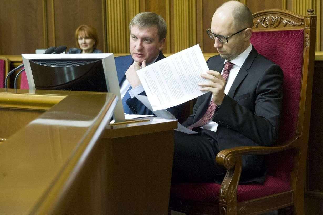Яценюк предложил свои кандидатуры в новом Кабмине