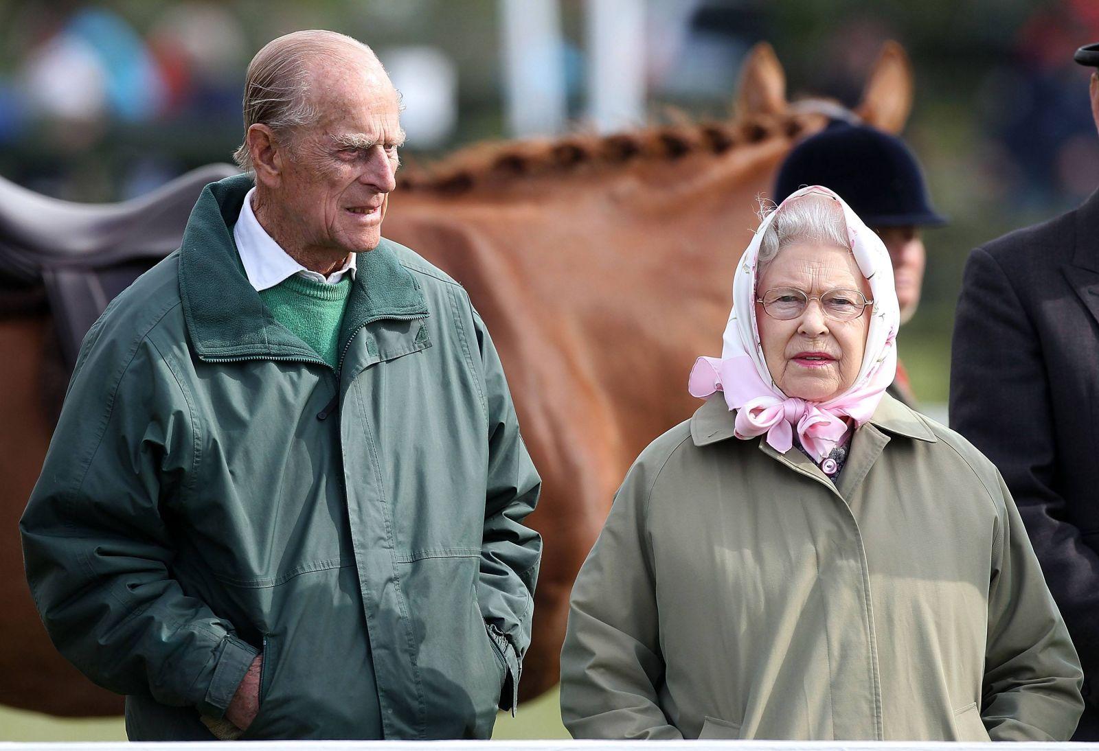 Елизавета II больше не будет жить с мужем