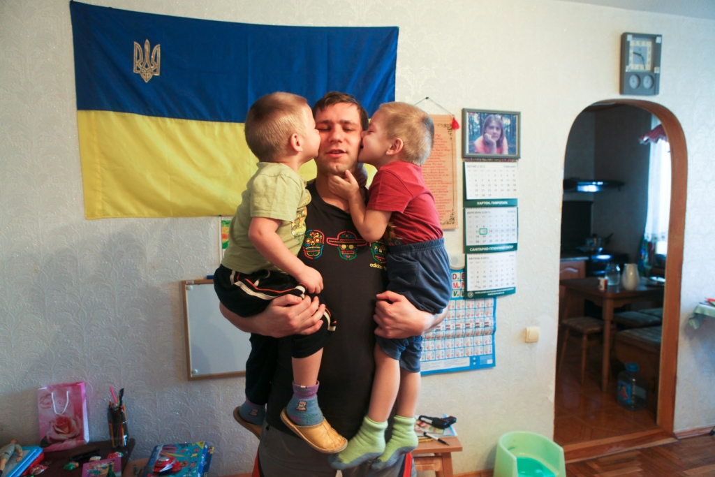 Папа может. В Украине всё больше мужчин уходят в декрет