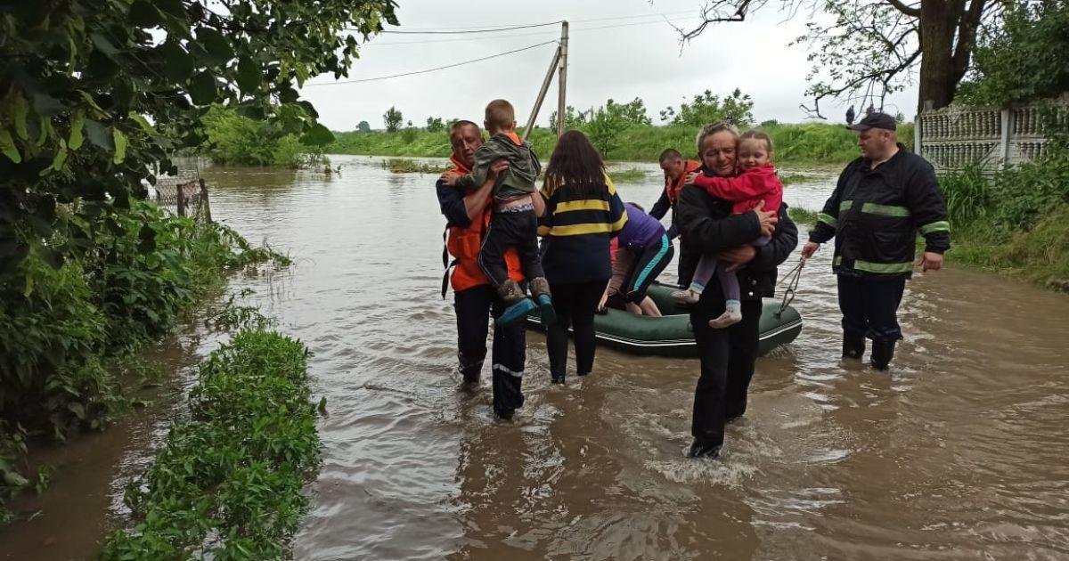 Дожди и жара. В Украине объявлено штормовое предупреждение