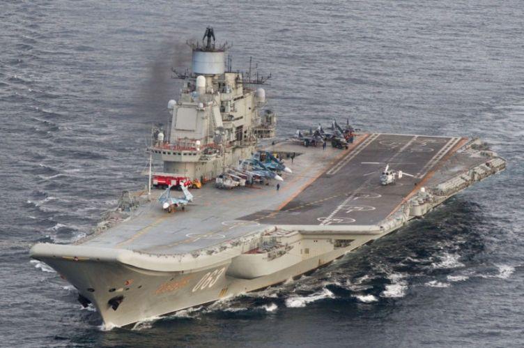 """Министр обороны Великобритании назвал авианосец """"Адмирал Кузнецов"""" кораб..."""
