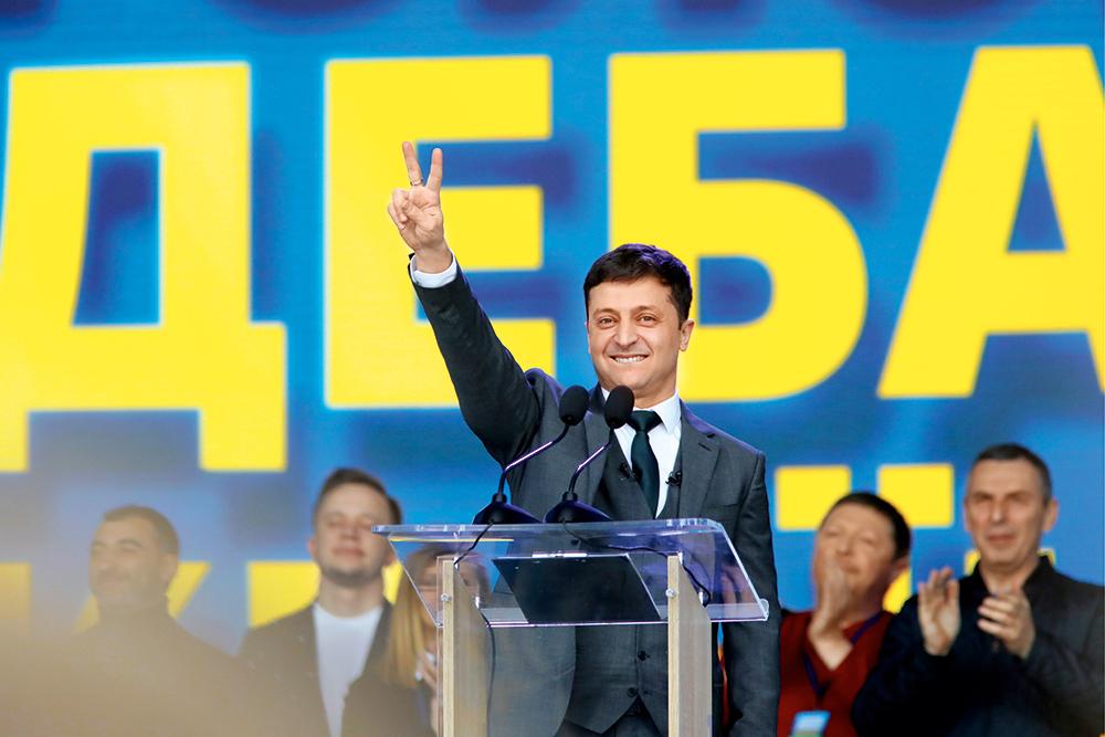 Зеленский снова получил бы 75% голосов во втором туре выборов, — опрос Р...