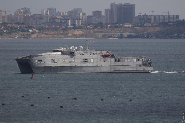 В Одесский порт зашел транспортно-десантный корабль США