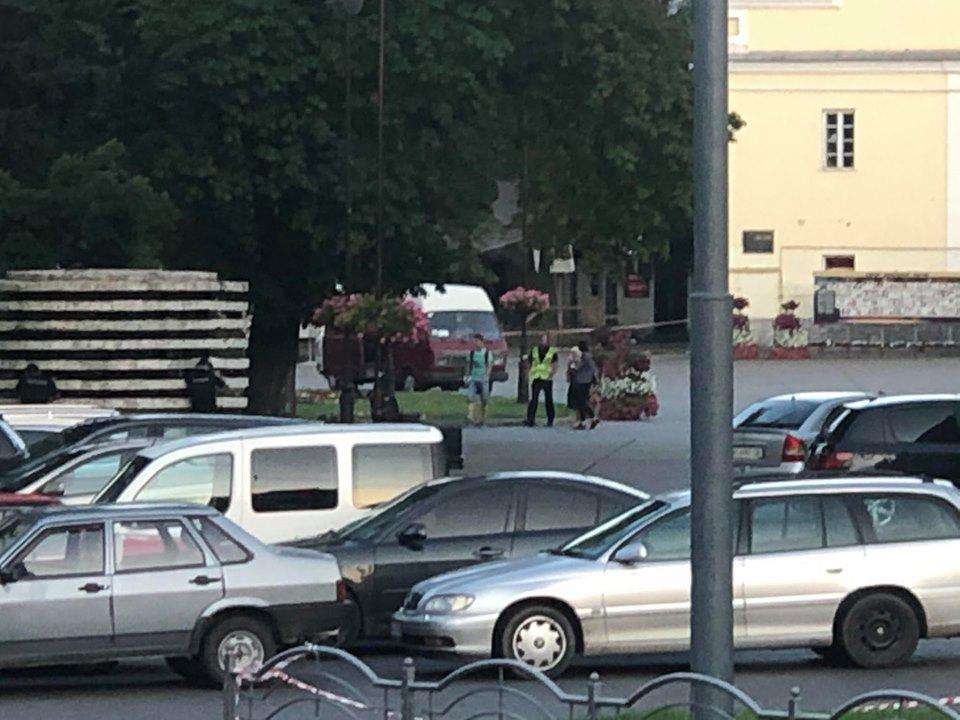 Луцкий террорист отпустил троих заложников