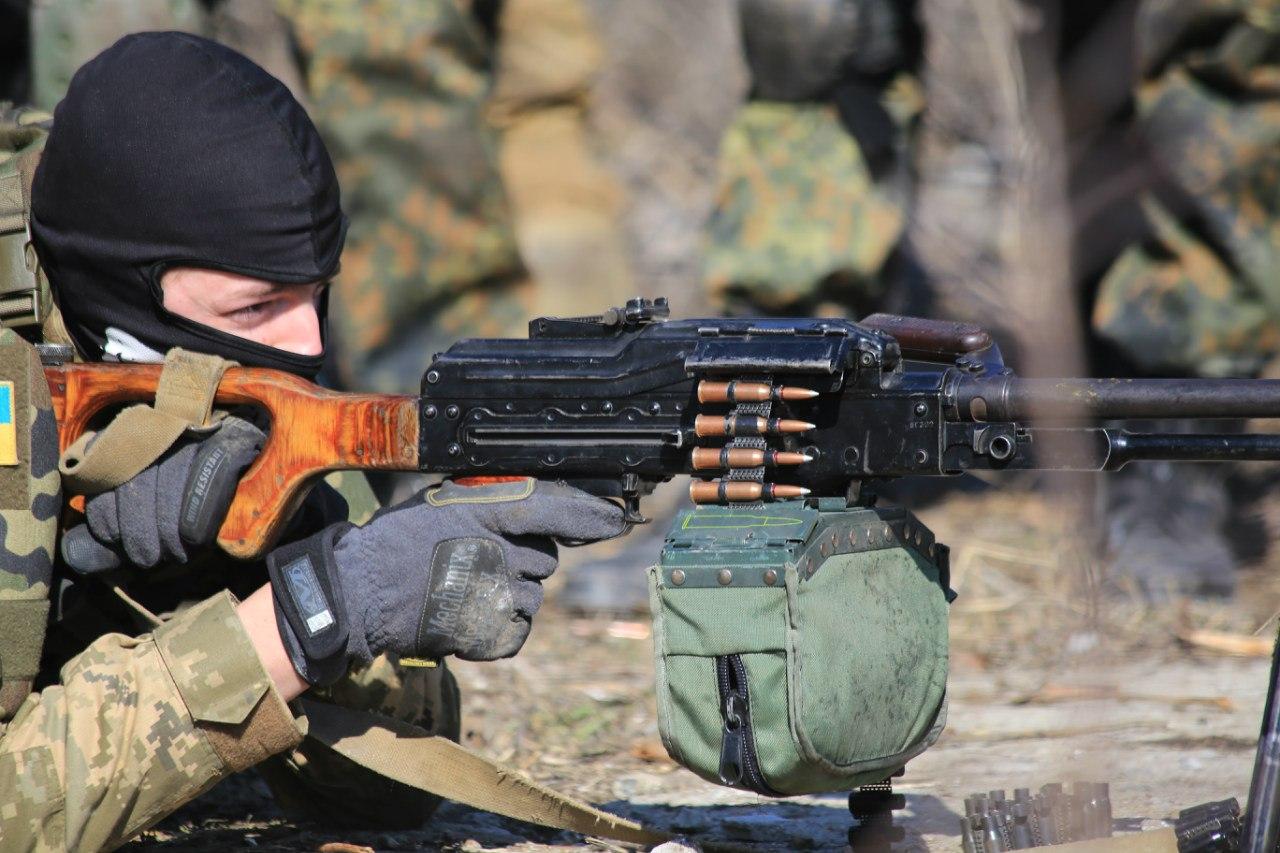 АТО: Террористы били из минометов по всему фронту