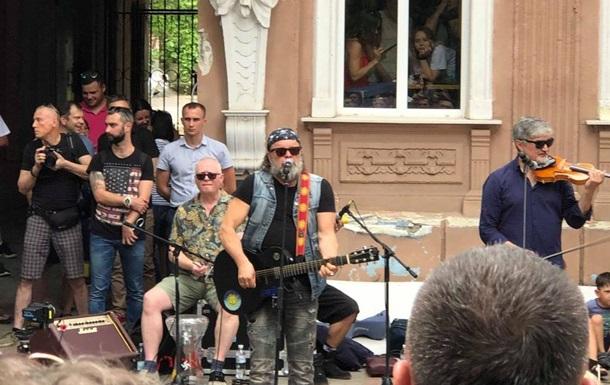Борис Гребенщиков устроил уличный концерт в Херсоне