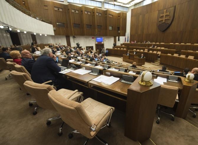 В Словакии из-за доверчивости депутатов запретили гимны иностранных госу...