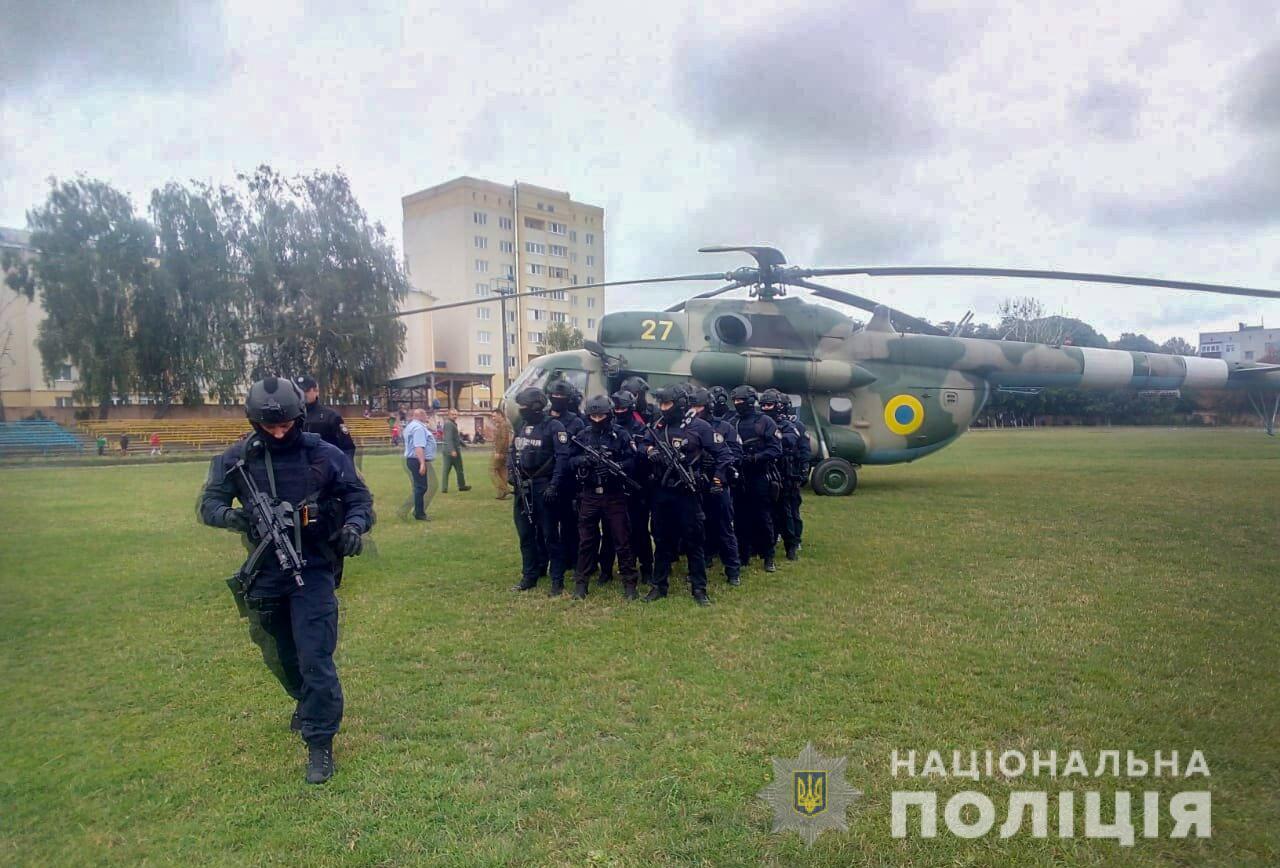 Полиция направила вертолет и спецназ в 64 округ, где проигрывает Пашинск...