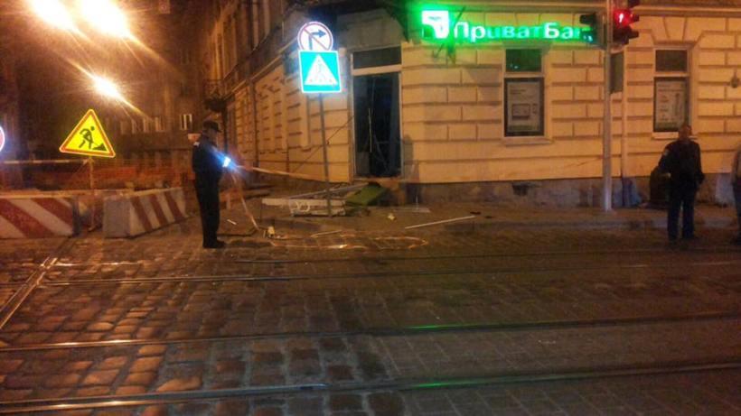 Во Львове взорвали банкомат, банк назначил награду за информацию о прест...