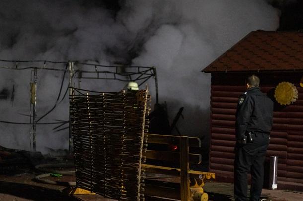 Ночью в столичном Гидропарке взорвалось и сгорело кафе