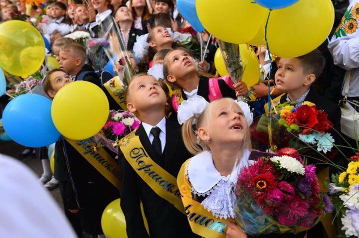 """Киевские школьники 1 сентября могут остаться без """"советских"""" линеек"""