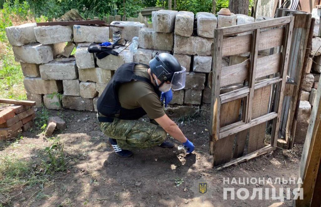 На Донбассе бывшая пленница боевиков подорвалась на растяжке во дворе св...