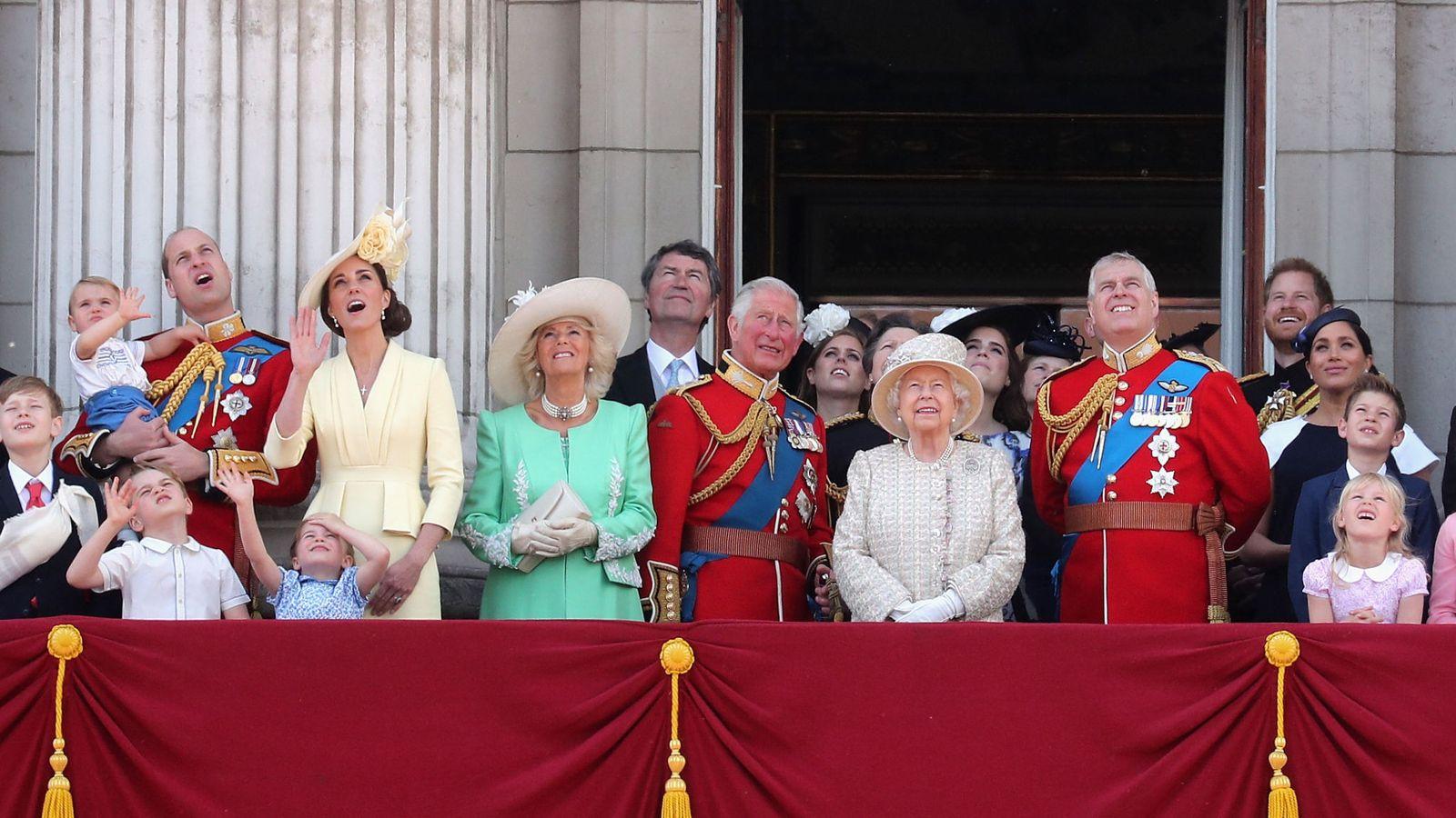 Содержание короны обходится каждому британцу чуть более £1 в год, – Sky...