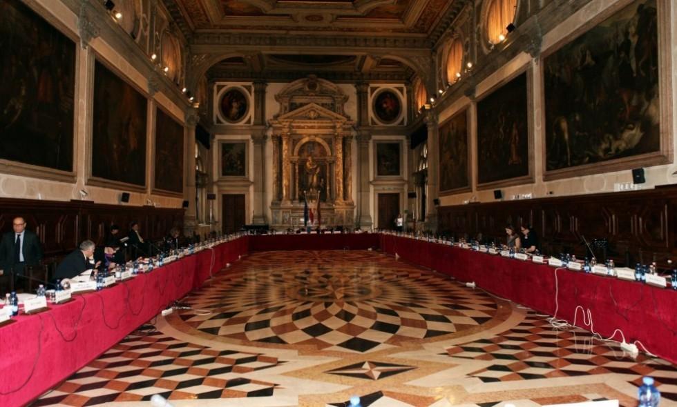 """Венецианская комиссия сочла возможным внесение изменений в """"языковую ста..."""