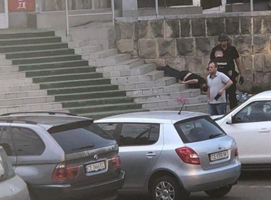 В Черновцах выстрелом из боевого пистолета в голову убили мужчину