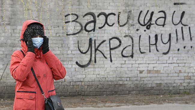 Кабмин с 6 апреля запретил ходить по улицам группами более 2 человек и б...
