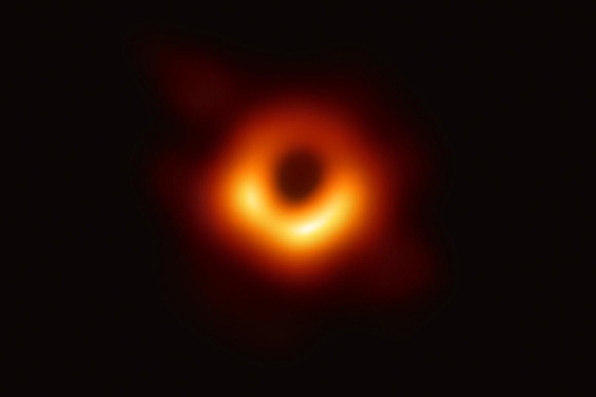 Премию Breakthrough prize присудили за первое изображение черной дыры