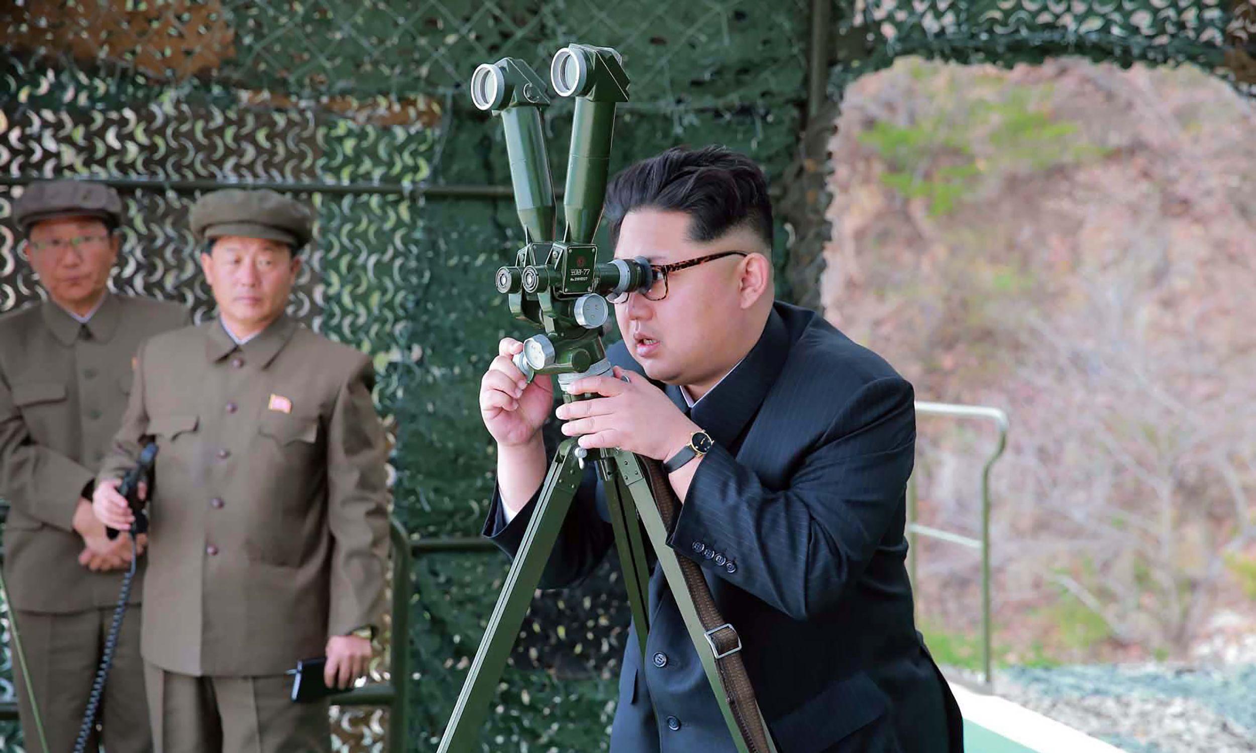 Риск войны с КНДР растет с каждым днем, - советник Трампа