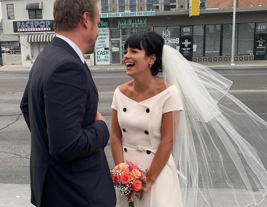 Элвис Пресли и бургеры: Лили Аллен и Дэвид Харбор сыграли свадьбу в Лас-...