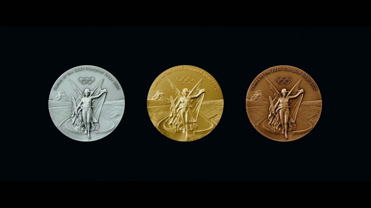 НОК Японии показал медали Олимпиады-2020