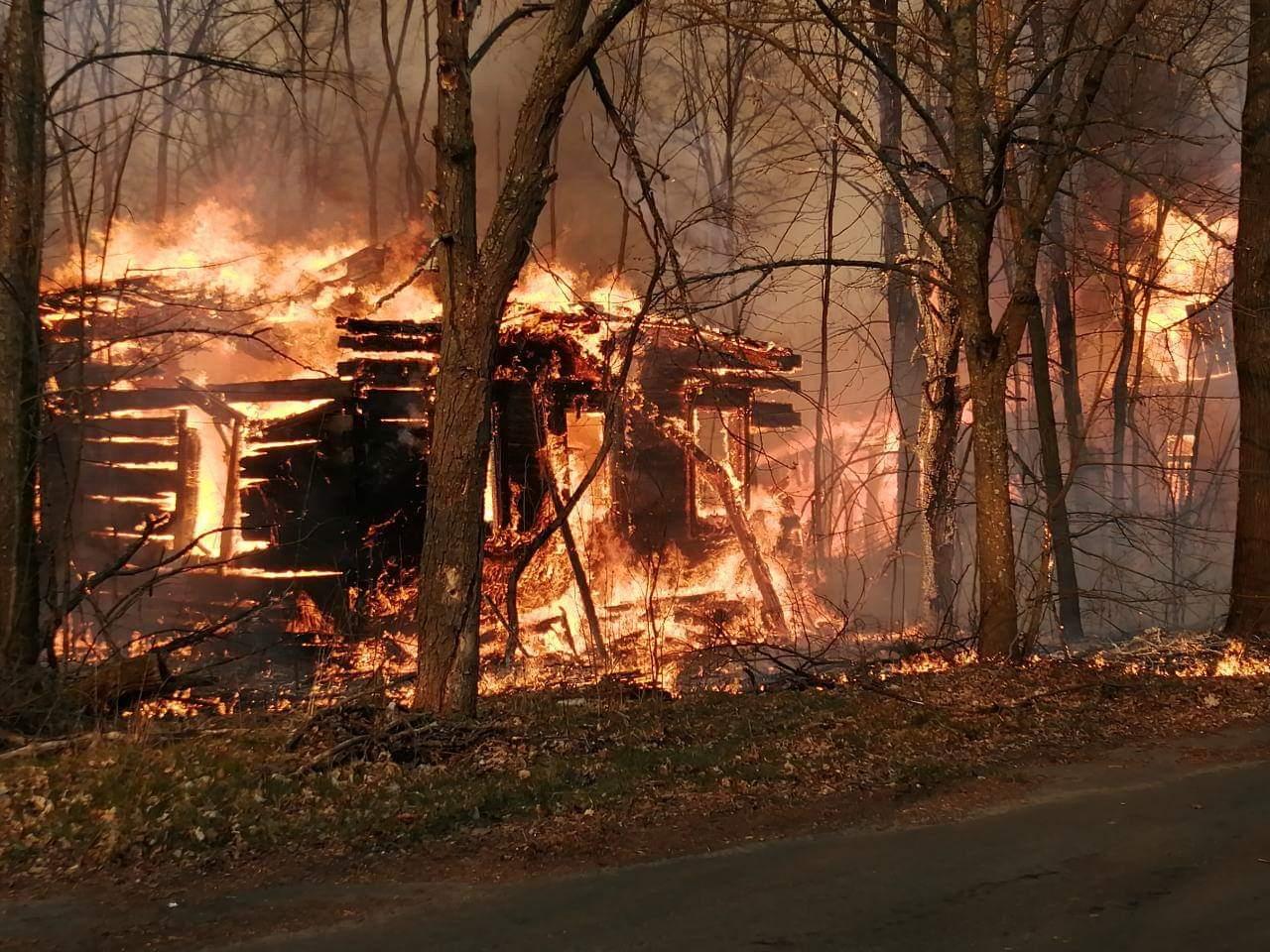 В Чернобыльской зоне уже 10 день тушат пожары: огонь пока Припять не пер...