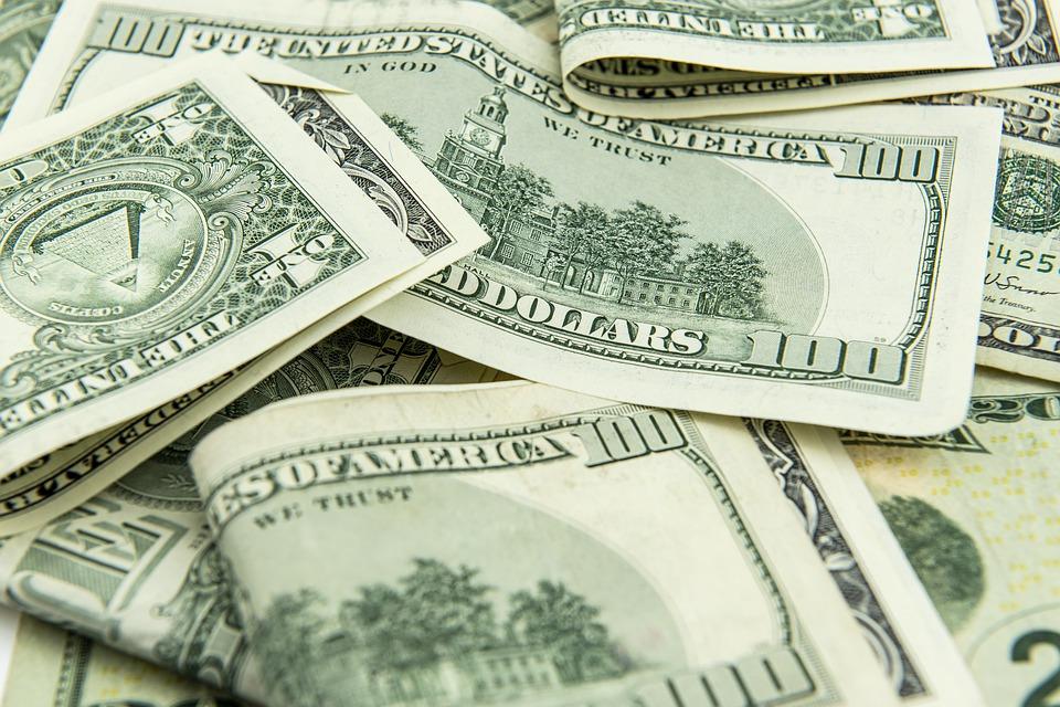 НБУ не дает гривне быстро укрепляться и скупает валюту – $248 млн за нед...