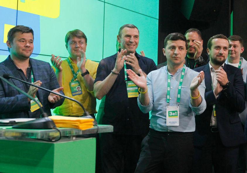 Игра в монополию. Как за 95 дней Зеленский сконцентрировал у себя всю вл...