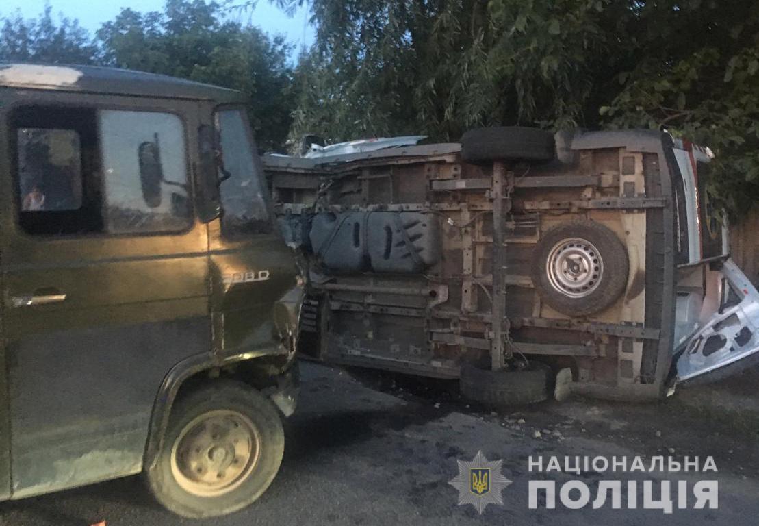 В Днепре грузовик столкнулся со скорой помощью, пострадали пять человек