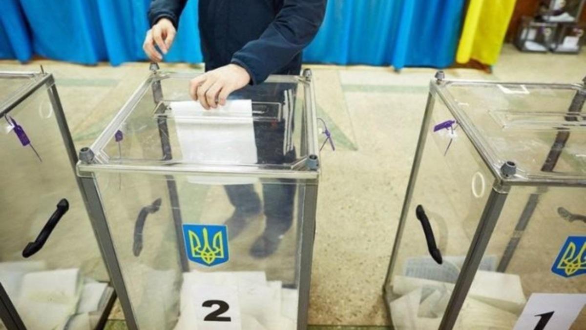 Провести местные выборы на Донбассе пока невозможно, – Данилов