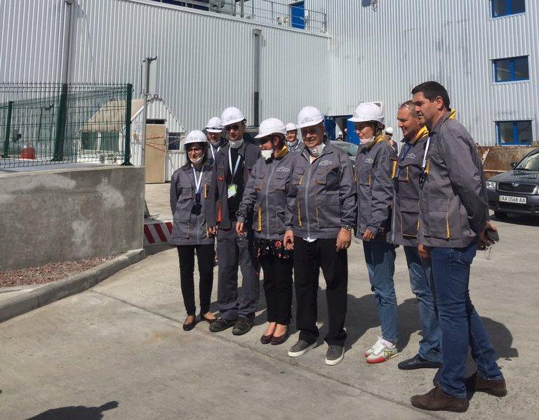 Глава МИД Франции посмотрел на новый саркофаг в Чернобыле