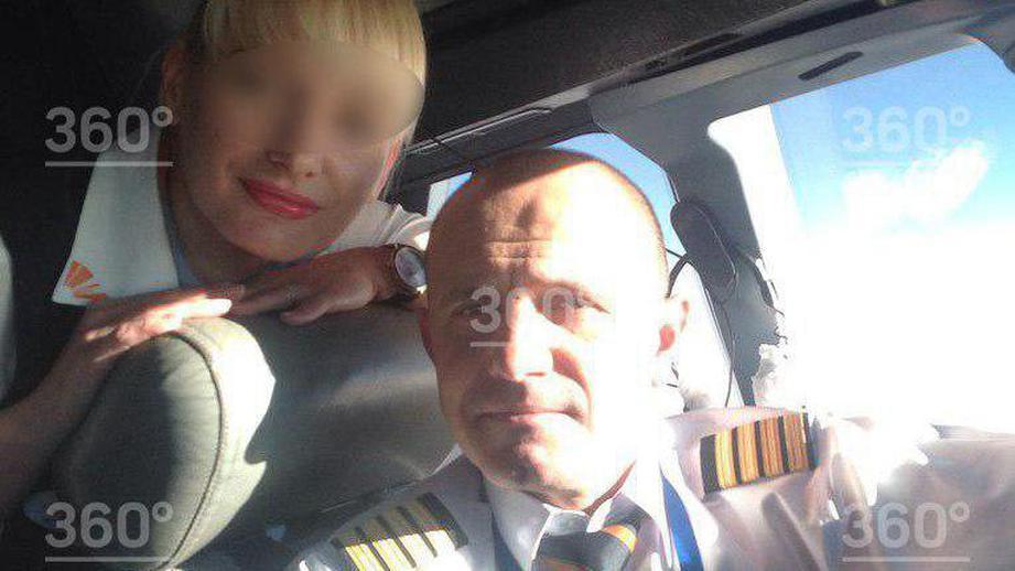 Российский пилот китайской авиакомпании продавал порноснимки своей жены-...