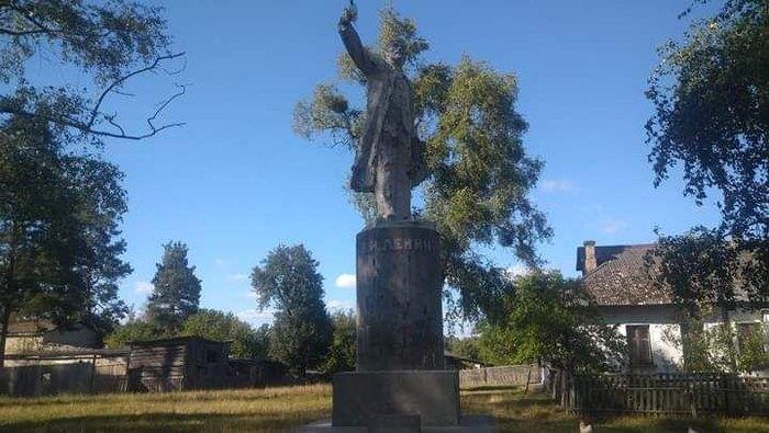 В Житомирской области до сих пор стоят два памятника Ленину, – СМИ