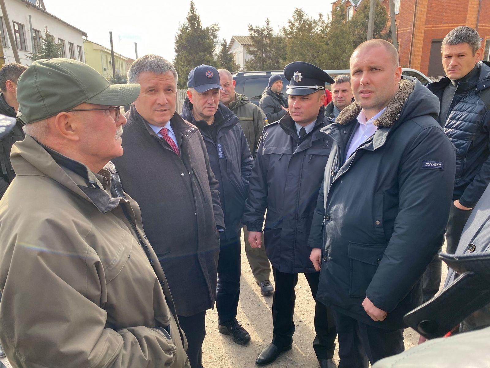 Аваков приехал на место протестов в Новые Санжары